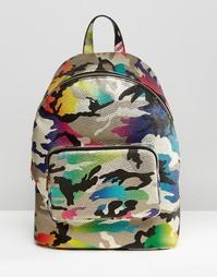 Рюкзак с камуфляжным принтом с эффектом металлик ASOS - Мульти