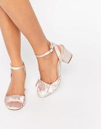Туфли на каблуке с бантиками ASOS SPREE - Розовый бархат