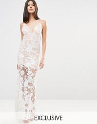 Платье макси с открытой спиной и отделкой пайетками Club L
