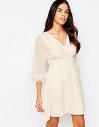 Платье с запахом и рукавами 3/4 Little Mistress - Телесный