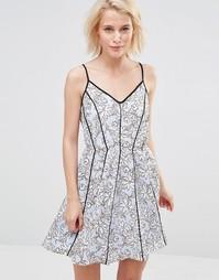 Платье с цветочным принтом Greylin Claire - Нежно-голубой