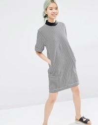Платье-футболка в полоску с высокой горловиной Monki - Полоски