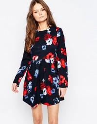 Короткое приталенное платье с длинными рукавами и цветами Yumi