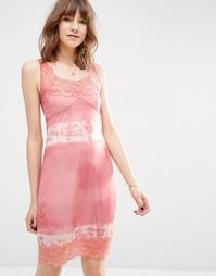 Платье-сорочка с кружевом и принтом тай-дай ASOS - Розовый