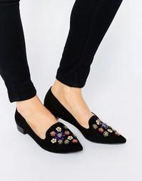 Черные туфли на плоской подошве с заостренным носком и отделкой Glamor Glamorous