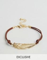 Золотистый браслет с подвесками в форме перьев Reclaimed Vintage