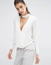 Блузка с V-образным вырезом и отделкой на шее Parallel Lines - Белый