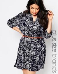 Короткое приталенное платье с цветочным принтом и ремнем Yumi Plus