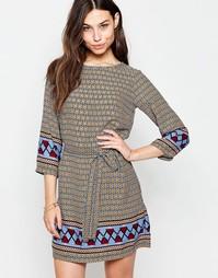 Цельнокройное платье с поясом и принтом по краю Yumi - Мульти