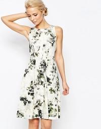 Короткое приталенное платье с пуговицами и размытым цветочным принтом Closet