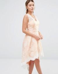 Платье для выпускного с асимметричным подолом и кружевом Chi Chi Londo