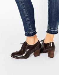 Кожаные туфли-броги на среднем каблуке Park Lane - Коричневый