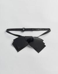 Короткое ожерелье ограниченной серии с бантом из искусственной кожи Asos