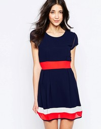 Короткое приталенное платье с контрастными полосками Wal G
