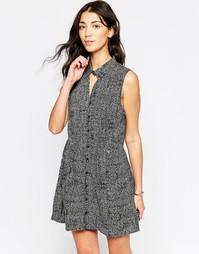 Короткое приталенное платье без рукавов и с принтом RVCA - Черный