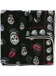 платок 'Skull Kisses' Alexander McQueen