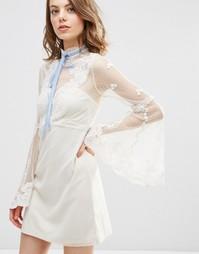 Платье мини в молодежном стиле с высокой горловиной ASOS - Кремовый
