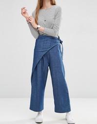 Джинсовые брюки с запахом ASOS - Темная стираная ткань