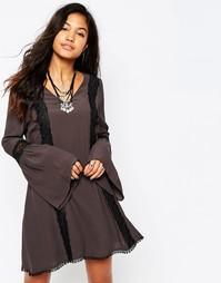 Короткое приталенное платье с кружевной отделкой Japonica - Серый