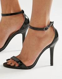 Черные лакированные сандалии на каблуке Glamorous