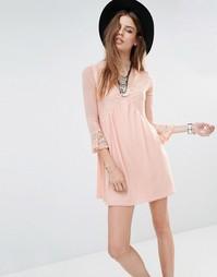 Свободное платье с кружевными вставками и горловиной-чокер Rokoko