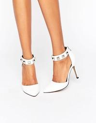Туфли на каблуке с ремешком вокруг щиколотки и заклепками ALDO