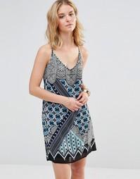 Платье на бретельках с калейдоскопным принтом Style London - Синий