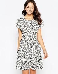 Платье с завязкой сзади и принтом бабочек Closet