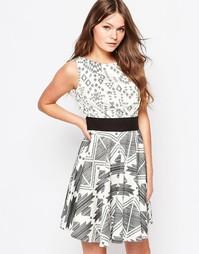 Платье с расклешенной юбкой и контрастным монохромным принтом Closet