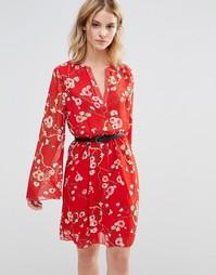 Короткое приталенное платье с расклешенными рукавами Style London