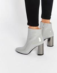 Ботильоны на каблуке Public Desire Darla - Серый лакированный