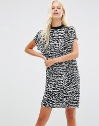 Цельнокройное платье с принтом Minimum Nene - Черный