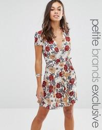 Короткое приталенное чайное платье с цветочным принтом Glamorous Petit