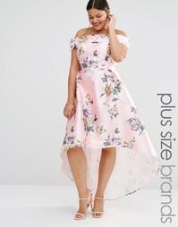 Платье макси с асимметричным подолом и принтом Chi Chi London Plus