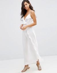 Пляжное платье макси с оборками и запахом ASOS - Кремовый