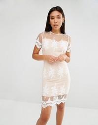 Платье с кружевной отделкой и фактурной отделкой по краю Club L