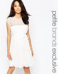 Мягкое платье в стиле бэбидолл с отделкой и складками Vero Moda Petite