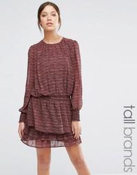 Платье с заниженной талией и принтом Y.A.S Tall - Кирпично-красный
