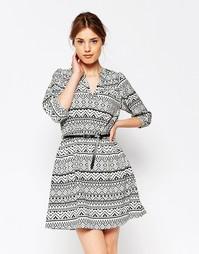 Цельнокройное платье с рукавами 3/4 и принтом Yumi - Черный