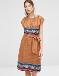 Платье в мелкий цветочек Trollied Dolly Elastic Fantastic - Оранжевый
