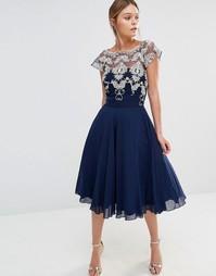 Шифоновое платье для выпускного с контрастной вышивкой Chi Chi London