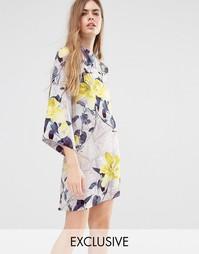 Короткое приталенное платье с высокой горловиной и цветочным принтом E Every Cloud