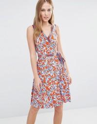 Платье без рукавов с запахом и восточным принтом BCBG Max Azria Hallee
