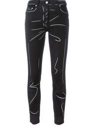 """джинсы с принтом в стиле """"тромплей"""" Moschino"""