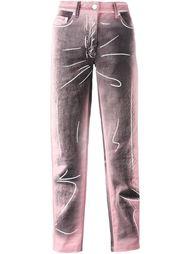 джинсы с тонально-градиентным эффектом  Moschino