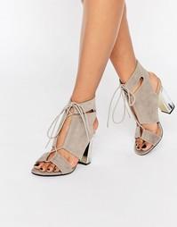 Сандалии на прозрачном каблуке со шнуровкой и вырезами Truffle Collect