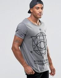 Удлиненная футболка с мистическим принтом ASOS - Выбеленный серый