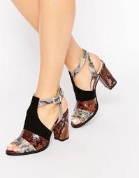Сандалии на блочном каблуке с принтом в стиле змеиной кожи London Rebe