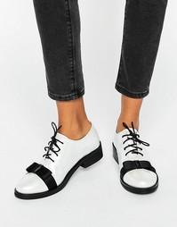 Перламутрово-белые туфли на шнурках с бантом Daisy Street