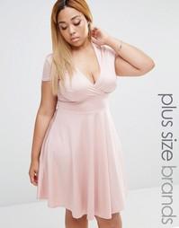 Платье с глубоким вырезом спереди и короткими рукавами Club L Plus